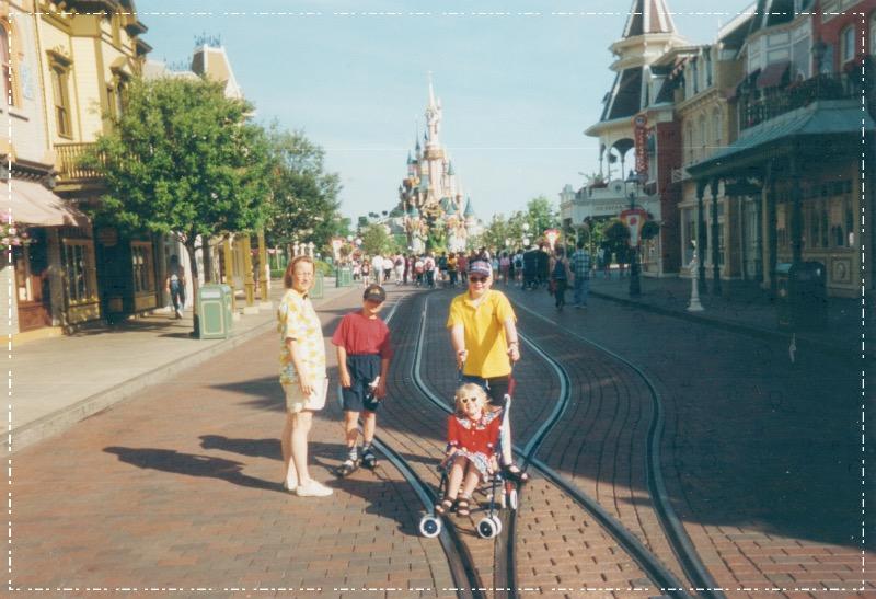 25/6  Disneyland Paris