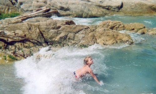 23/7  Blåsigt på stranden, men lugnt vid poolen