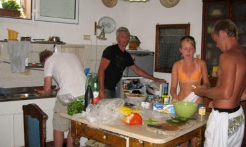 """5/7  Stranden Fondi och mat på """"två trapport upp"""""""